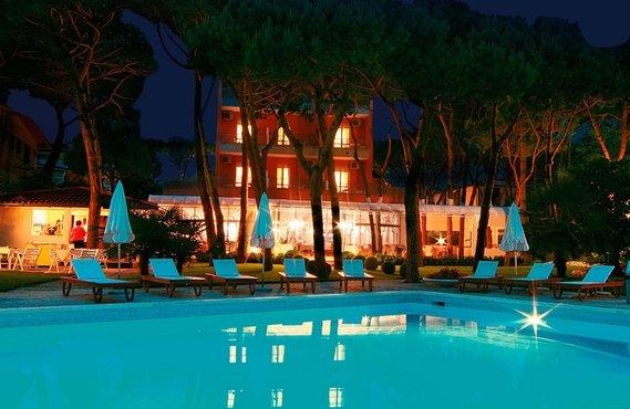 Hotel con piscina jesolo pineta hotel maracaibo - Hotel con piscina jesolo ...